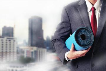 Mann_Büro_Yoga